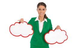 A mulher de negócios isolada no verde que guarda dois assina dentro o vermelho para pro Imagens de Stock