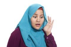 Mulher de negócios muçulmana Hearing Gesture fotografia de stock royalty free
