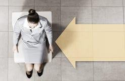 Mulher de negócios na cadeira Fotografia de Stock Royalty Free