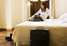 Mulher de negócios na cama Imagem de Stock Royalty Free