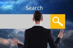 Mulher de negócios na frente da barra digital da busca fotos de stock royalty free