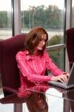 Mulher de negócios no computador fotografia de stock
