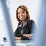 Mulher de negócios no escritório imagem de stock