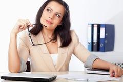 Mulher de negócios no local de trabalho imagem de stock royalty free