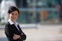 Mulher de negócios nova ao ar livre Imagens de Stock