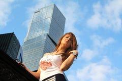 Mulher de negócios nova bonita Fotografia de Stock Royalty Free