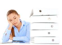 Mulher de negócios nova cansado que toma uma sesta Fotografia de Stock