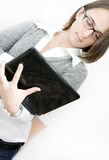 Mulher de negócios nova com seu portátil Fotos de Stock