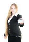 Mulher de negócios nova com um cartão imagem de stock