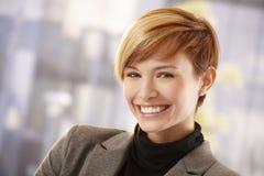 Mulher de negócios nova feliz na luz do sol da mola Imagens de Stock