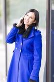 Mulher de negócios nova no telefone Imagens de Stock