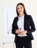 Mulher de negócios nova que dá uma conferência imagens de stock