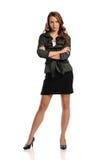 Mulher de negócios nova que está com os braços cruzados Imagens de Stock Royalty Free