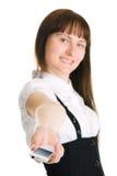Mulher de negócios nova que prende para fora um telefone móvel Foto de Stock Royalty Free