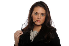 Mulher de negócios nova que prende seus vidros Imagens de Stock