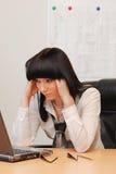 A mulher de negócios nova resolve o problema Imagem de Stock Royalty Free