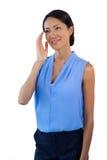 Mulher de negócios pensativa de sorriso que olha ausente ao gesticular foto de stock