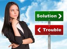 Mulher de negócios pensativa que olha ao lado direito Imagem de Stock