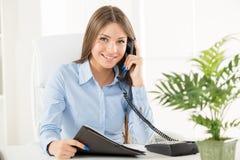 Mulher de negócios Phoning Fotografia de Stock
