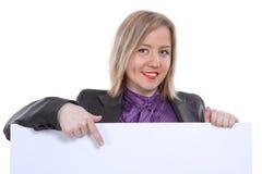 Mulher de negócios que aponta e que mostra a bandeira vazia fotografia de stock