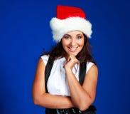 Mulher de negócios que desgasta o chapéu de uma Santa Imagens de Stock Royalty Free