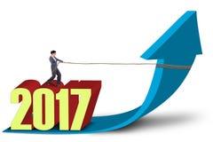 Mulher de negócios que está acima do número 2017 com seta Imagens de Stock Royalty Free