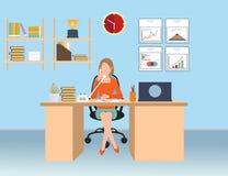 Mulher de negócios que fala no telefone no escritório Ilustração Stock