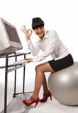 Mulher de negócios que faz o exercício com esfera foto de stock royalty free