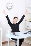 Mulher de negócios que gesticula o sinal aprovado. Imagens de Stock Royalty Free