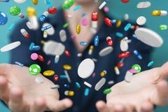 Mulher de negócios que guarda e que toca nos comprimidos de flutuação 3D da medicina com referência a Imagem de Stock Royalty Free