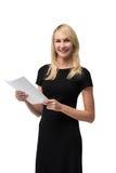 Mulher de negócios que guarda o papel Imagem de Stock