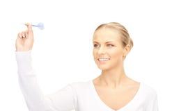 Mulher de negócios que joga um dardo Fotografia de Stock