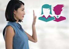 Mulher de negócios que levanta a mão com executivos dos ícones Imagens de Stock