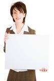 Mulher de negócios que prende um sinal branco em branco Fotografia de Stock Royalty Free