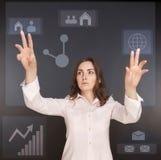 Mulher de negócios que pressiona botões Fotos de Stock