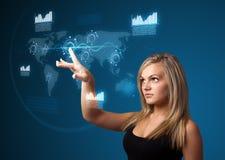 Mulher de negócios que pressiona a elevação - tipo da tecnologia de botões modernos Imagem de Stock