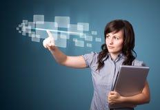 Mulher de negócios que pressiona a elevação - tipo da tecnologia de botões modernos Fotografia de Stock