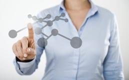Mulher de negócios que pressiona o botão no tela táctil digital Imagens de Stock Royalty Free