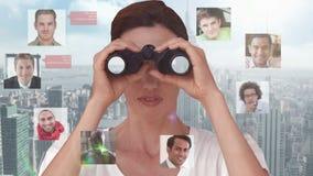 Mulher de negócios que procura por empregados novos vídeos de arquivo