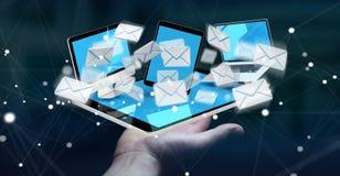 A mulher de negócios que recebe email em seus dispositivos digitais 3D rende Imagens de Stock