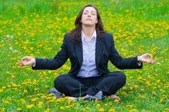 Mulher de negócios que relaxa Fotos de Stock Royalty Free