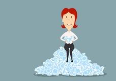 Mulher de negócios que senta no diamantes brilhantes Fotografia de Stock Royalty Free