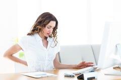 Mulher de negócios que sofre da dor lombar Fotografia de Stock
