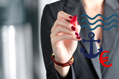 Mulher de negócios que tira um sinal de afundar a euro- suspensão em um a imagens de stock