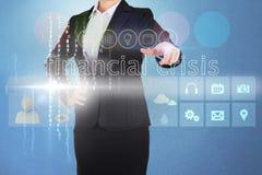 Mulher de negócios que toca na crise financeira das palavras na relação Imagens de Stock