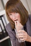 Mulher de negócios que toma comprimidos Fotografia de Stock Royalty Free