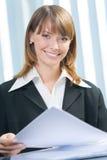Mulher de negócios que trabalha no escritório Imagem de Stock