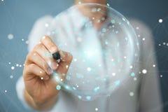 Mulher de negócios que usa a esfera digital dos dados dos holograma com uma pena 3D Fotografia de Stock