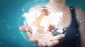 Mulher de negócios que usa a rendição digital da relação 3D do mapa do mundo Imagens de Stock Royalty Free