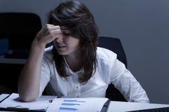 Mulher de negócios quebrada e gritando Fotografia de Stock Royalty Free